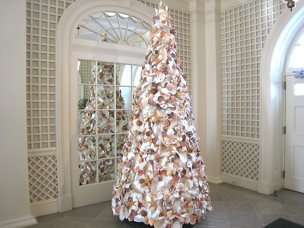 White House Shell Christmas Tree